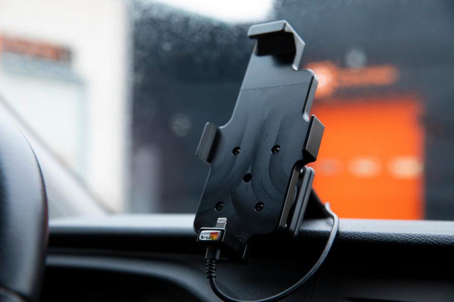 Kuljettajaympäristöön tarkoitettuja tuotteita, jotka tekevät autostasi täydellisen liikkuvan toimiston