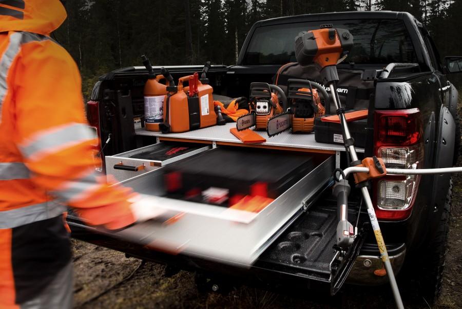 Kaksoislattia ja korotettu lattia auttavat saamaan mahdollisimman paljon työtilaa.