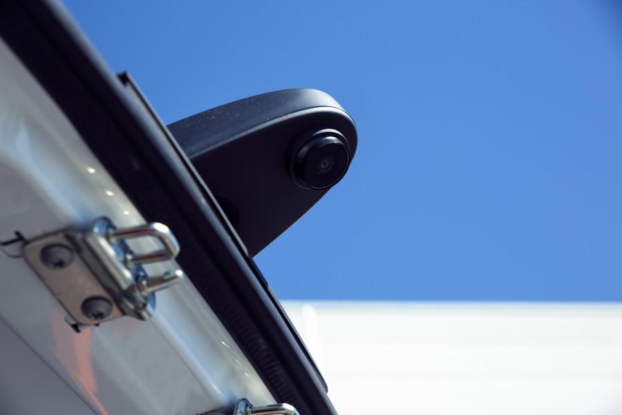 Work Systemin peruutuskamerat ja peruutusanturit