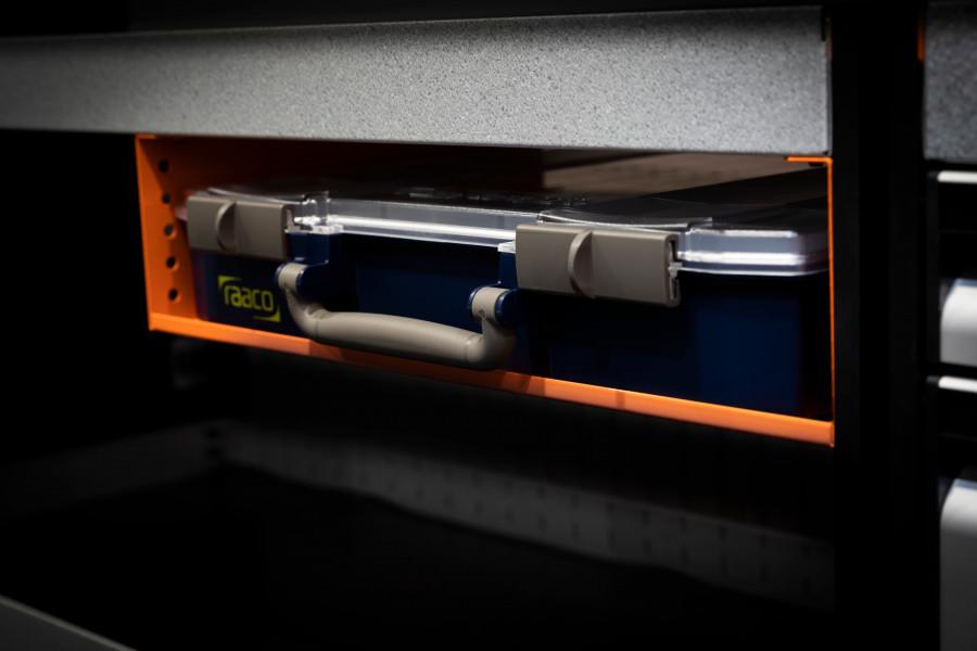 Autosi varustevalikoima ja -laatikot