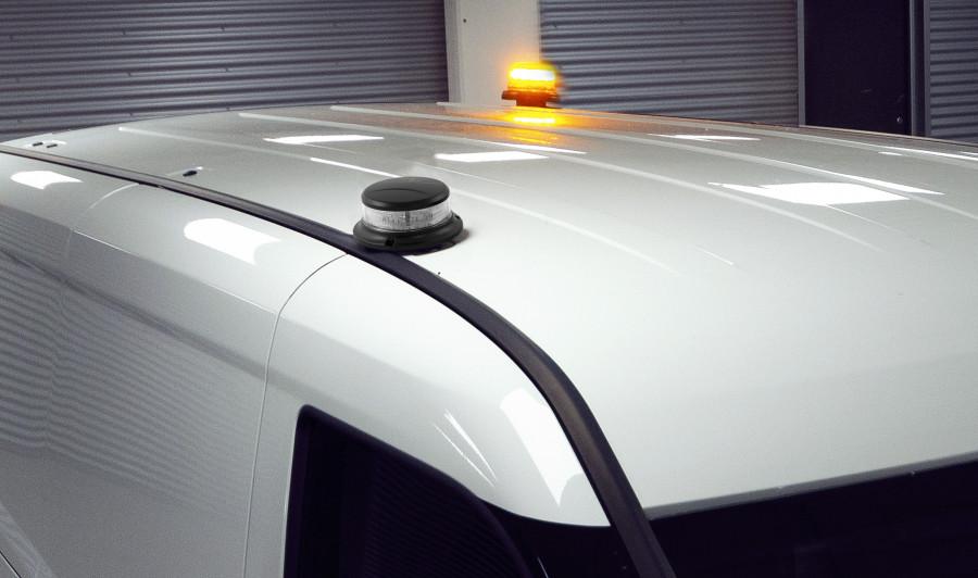 Valomajakka ja pyörivä varoitusvalo ilmoittavat käynnissä olevasta työstä.