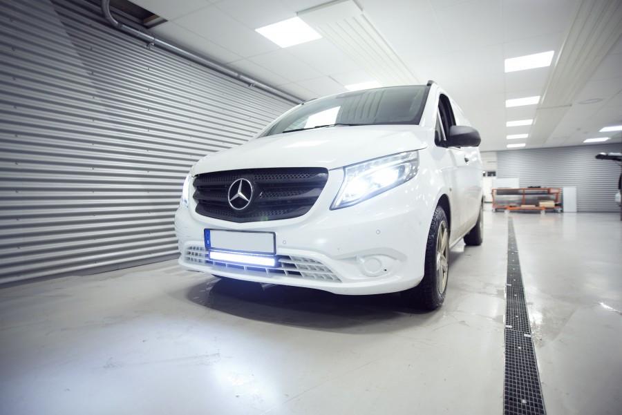 Lisävalot ja LED-rampit työautossa tai henkilöautossa