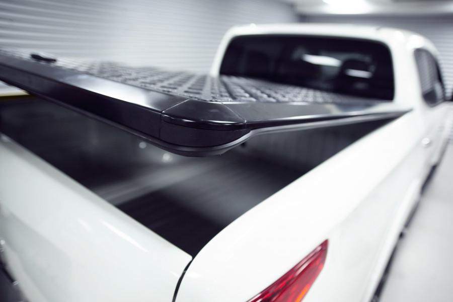 Alumiininen lavakate, joka kestää kaikkia sääolosuhteita ja suojaa varkauksilta.
