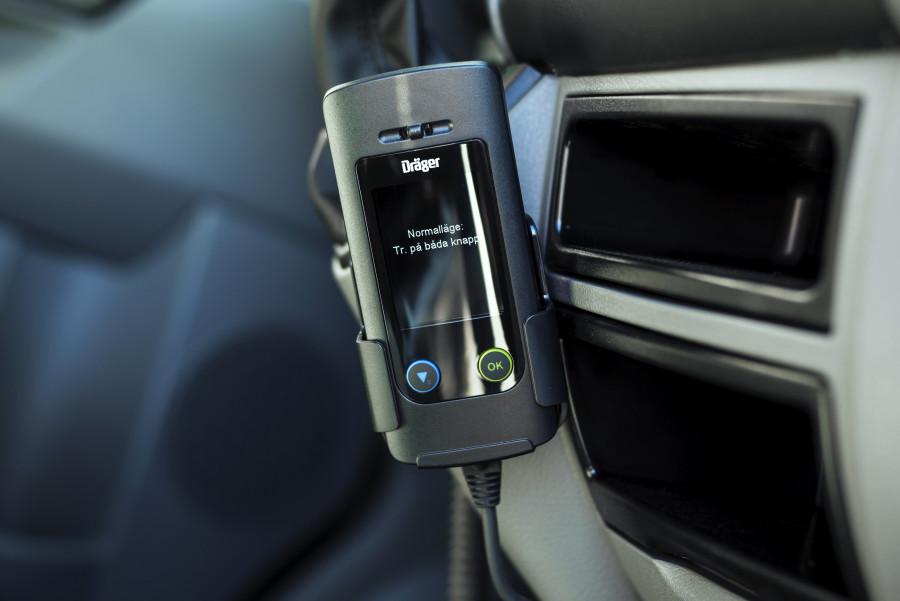 Alkolukko, joka mittaa kuljettajan hengitysilman alkoholipitoisuuden.